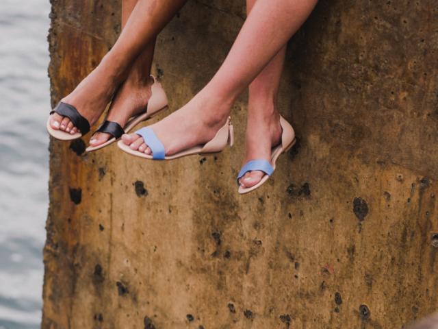66b776122 Portuguesas criam marca de sapatos inspirada na ilha da Madeira