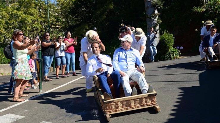 Vídeo: Príncipe 'encantado' com os carrinhos de cesto do Monte