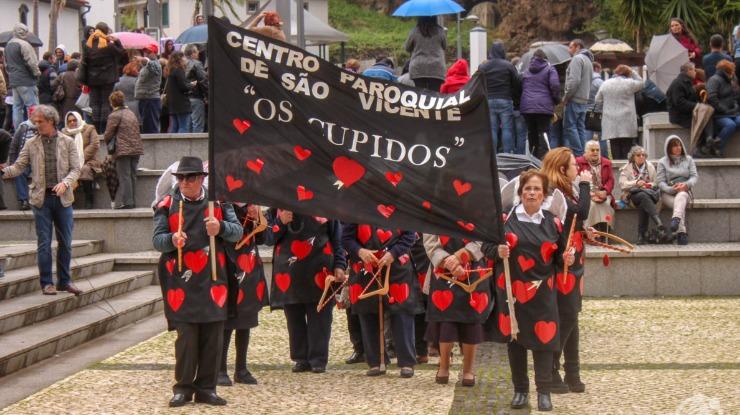 Folia invade a vila de São Vicente