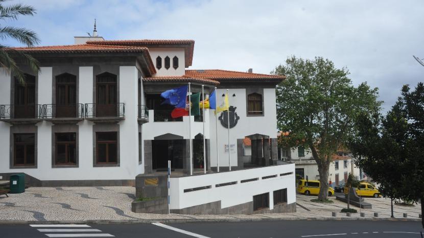 Câmara do Porto Moniz apoia apicultores com medicamento para o tratamento da varroose