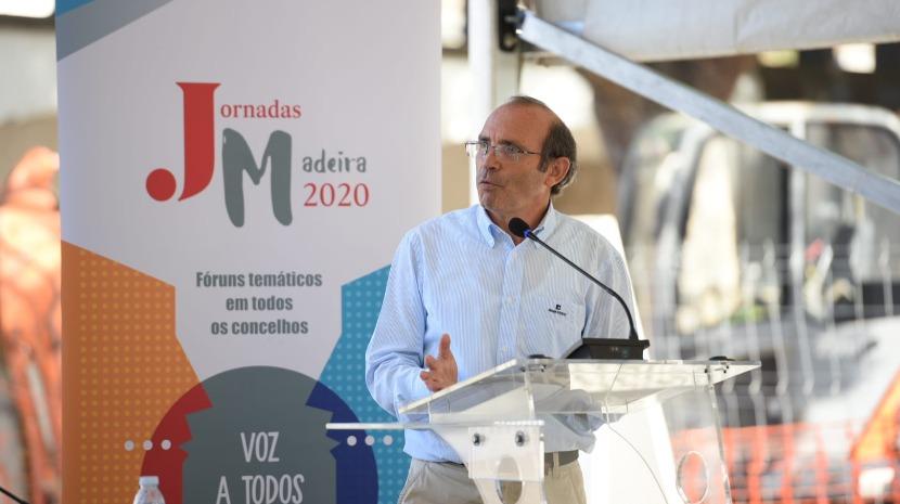 """Jornadas Madeira 2020: Internamento em lares deve ser equacionado """"só em última análise"""", diz Bernardino Trindade"""