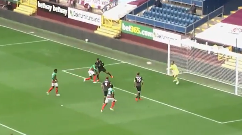 Marítimo derrotado pelo Burnleypor 3-0