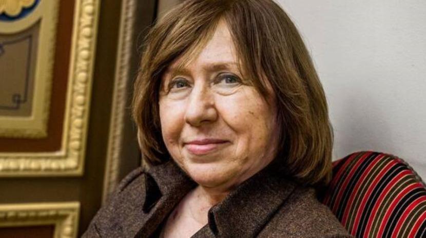 Nobel da Literatura Svetlana Alexievitch deixa Bielorrússia para tratamentos médicos