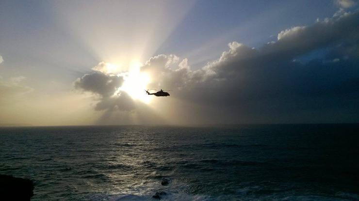 Buscas para encontrar homem desaparecido no mar continuam