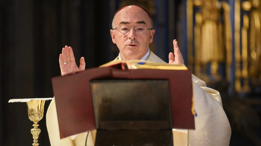 """A luz de Cristo"" é força e sentido de vida, diz bispo na Vigília Pascal"