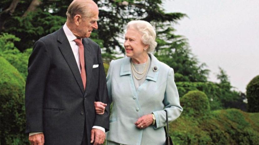 """Rainha Isabel II sente """"um grande vazio na sua vida"""""""