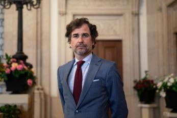 """O representante diplomático deve estar junto dos portugueses"""