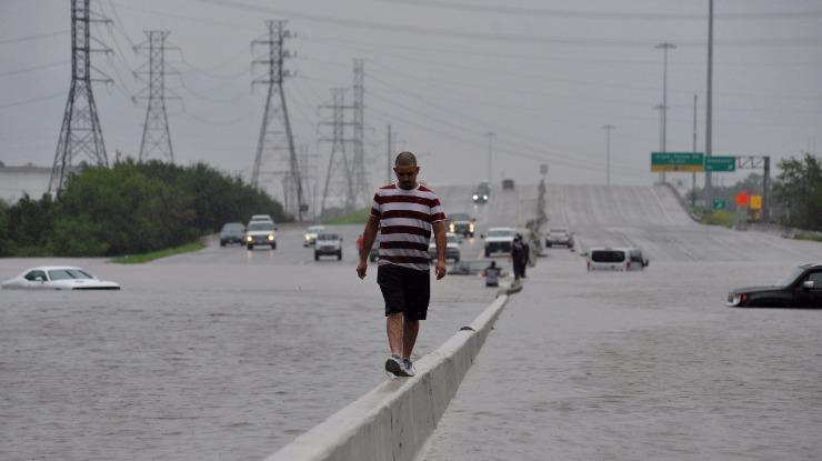 Dois principais aeroportos de Houston fechados e hospital público evacuado