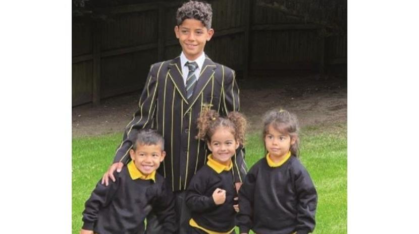 Foto mostra filhos de Cristiano Ronaldo no primeiro dia de aulas em Manchester