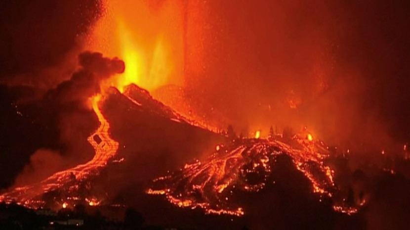 Lava que caiu no mar de vulcão nas Canárias já aumentou a ilha em mais de 20 hectares
