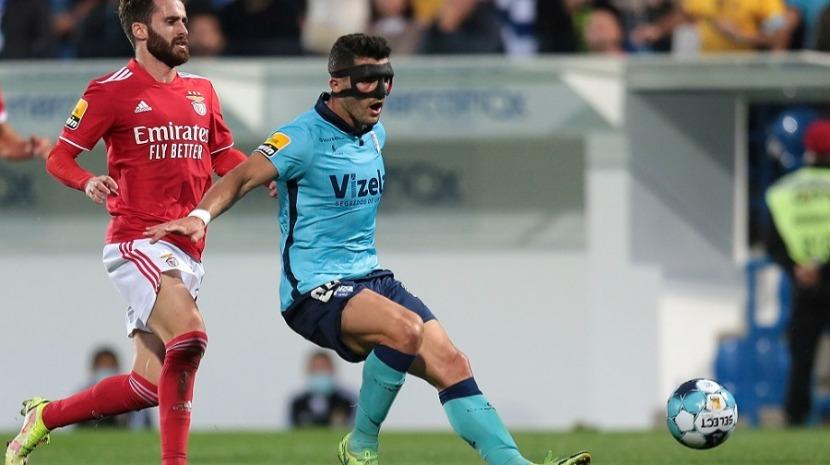 Benfica ganha ao Vizela nos descontos e salta para a liderança da I Liga