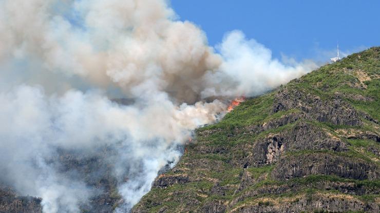 Novo reacendimento na Serra de Água extinto pelos bombeiros