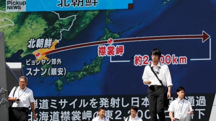 """Coreia do Norte: Japão e EUA prometem exercer """"visível pressão"""" após míssil"""