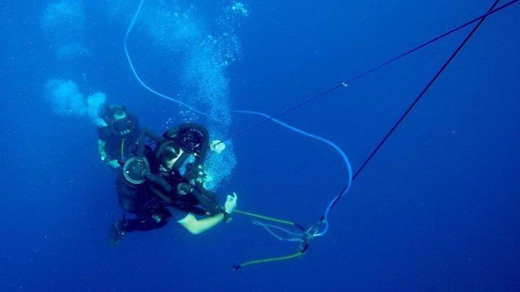Mergulhadores da Marinha treinam em profundidade