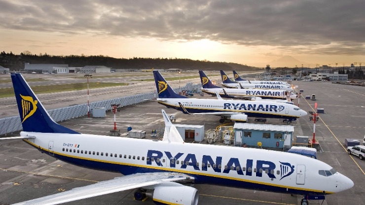 Ryanair diz que todos os passageiros com voos cancelados foram notificados