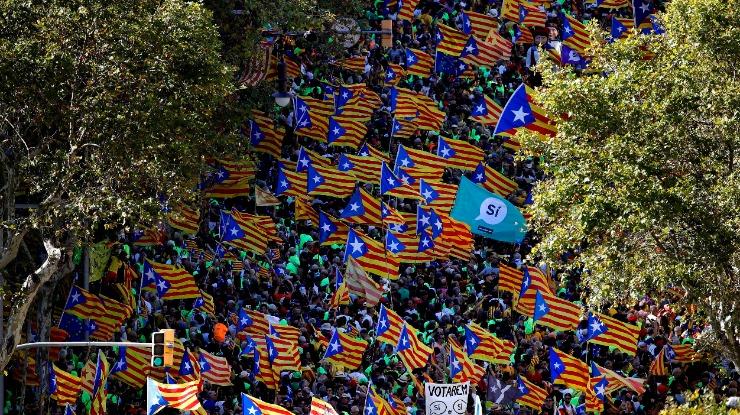 Cerca de 20 mil pessoas protestaram hoje contra a Guardia Civil em Barcelona