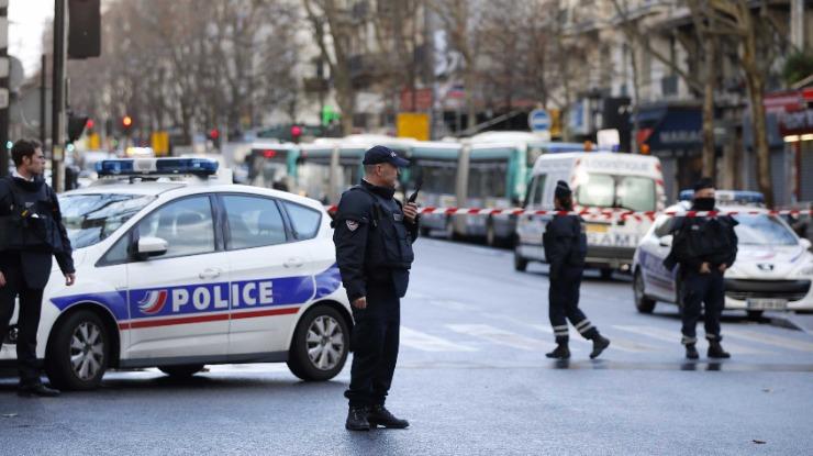 Retiradas 200 pessoas em Lille (França) após descoberta de garrafas de gás num carro