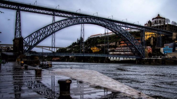 Chuva provocou inundações em habitações e na via púbilica no Porto e Lisboa