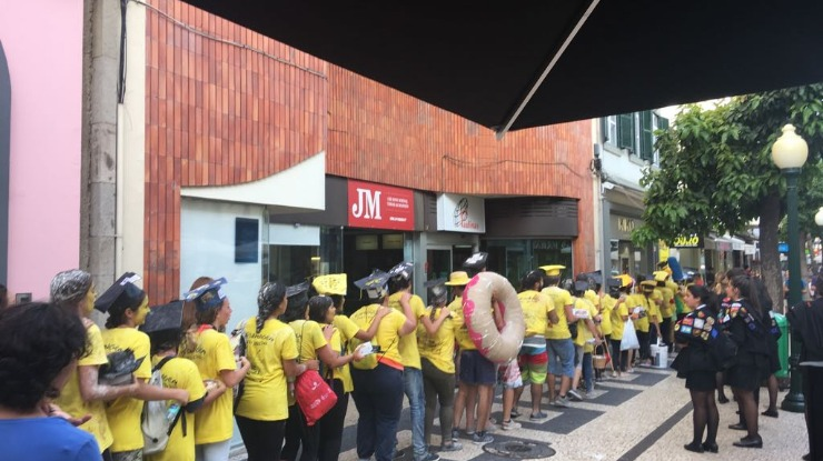 Estudantes de enfermagem desfilam no Funchal
