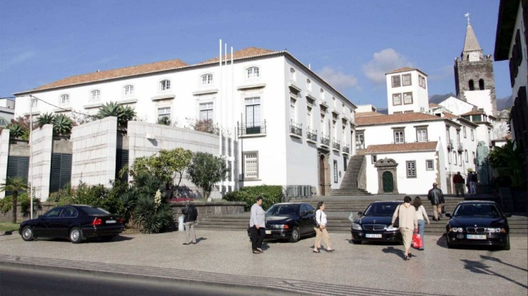 """Oposição madeirense critica o """"betão"""" no Orçamento Regional para 2018"""