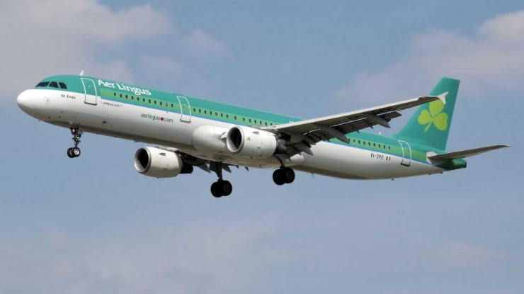 Avião declara estado de emergência em pleno voo depois de falha no motor