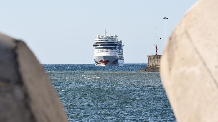 Vento forte origina cancelamento de atracagem de dois navios na Madeira