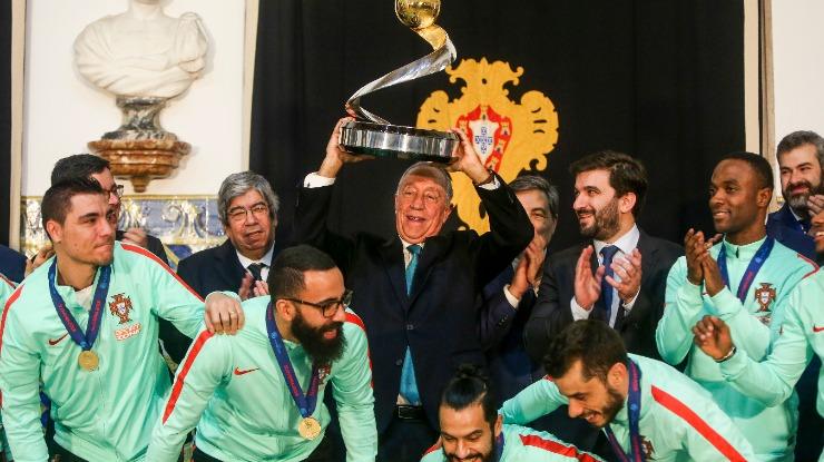 Marcelo condecora seleção de futsal na Gala Quinas de Ouro a 19 de março