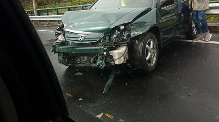 Acidente viação na via rápida com elevados danos materiais numa viatura