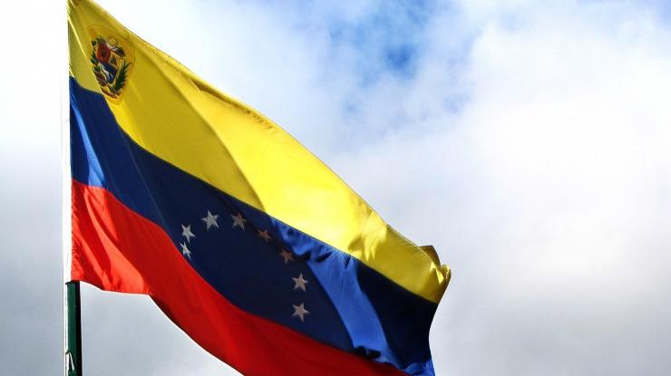 Portugal condecorou um dirigente associativo e um médico luso-venezuelano