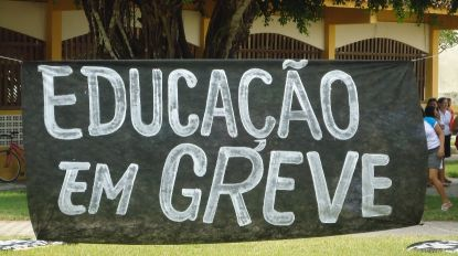 Sindicatos de professores mantêm greve