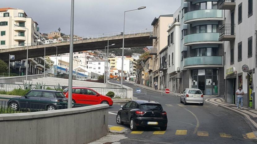 Intervenções na 31 de Janeiro encerram estrada e congestionam trânsito