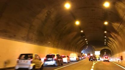 Acidente na via rápida provoca elevados danos materiais