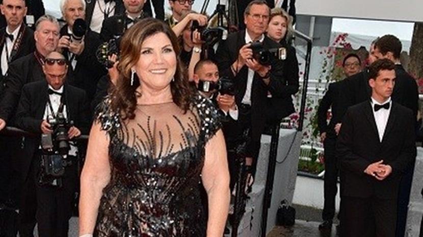 Dolores Aveiro desfila na passadeira de Cannes