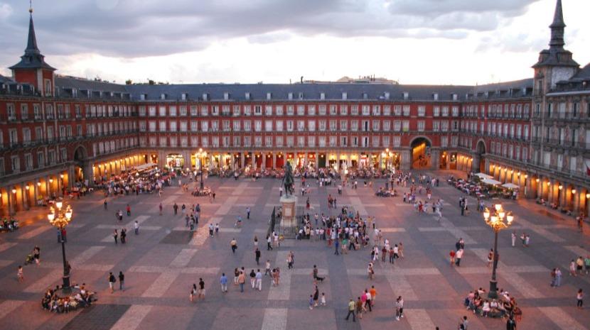 Entradas de turistas portugueses em Espanha foram as que mais cresceram em maio