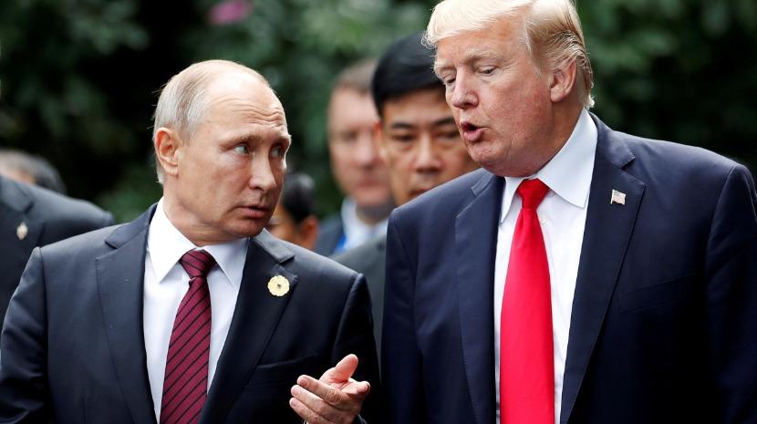 """Putin considera """"um absurdo"""" supostos dossiês comprometedores sobre Trump"""