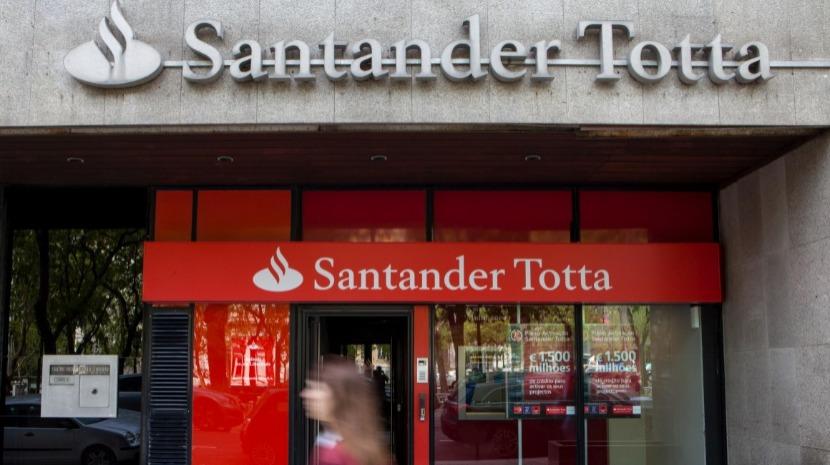Santander condenado a coima de 20.000 euros por estornos sem autorização prévia dos clientes