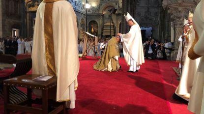 Tolentino Mendonça recebe anel, mitra e báculo pastoral (com vídeo)