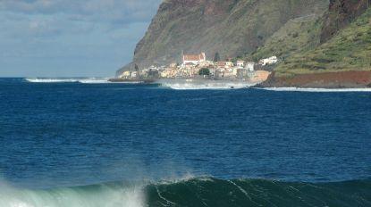 """Momondo recomenda Madeira para """"apanhar a onda perfeita"""""""