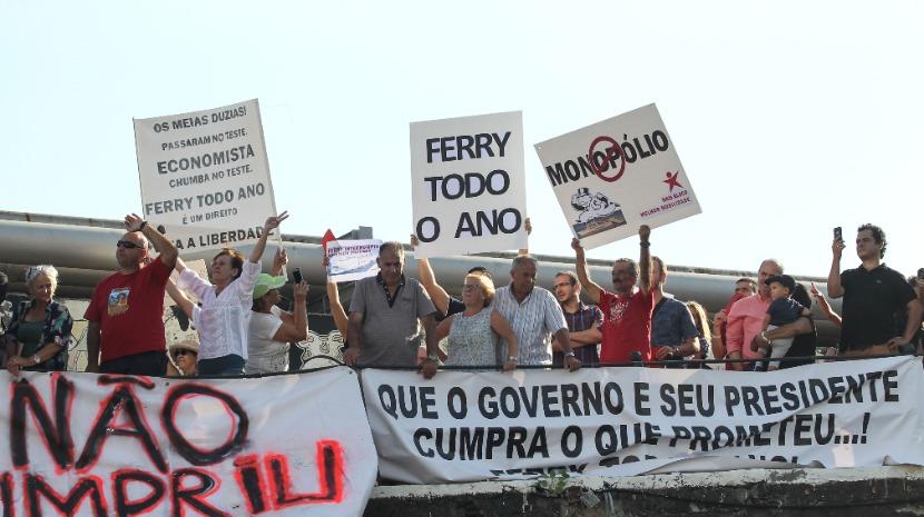 Cerca de 200 pessoas pedem continuidade do 'ferry' entre o Funchal e o continente