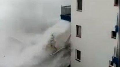 Vídeo mostra ondas gigantes a 'arrancar' varandas em Tenerife