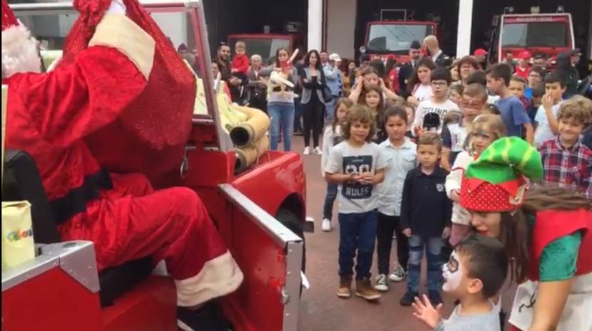 O Pai Natal chegou ao quartel dos Bombeiros de Câmara de Lobos (vídeo)