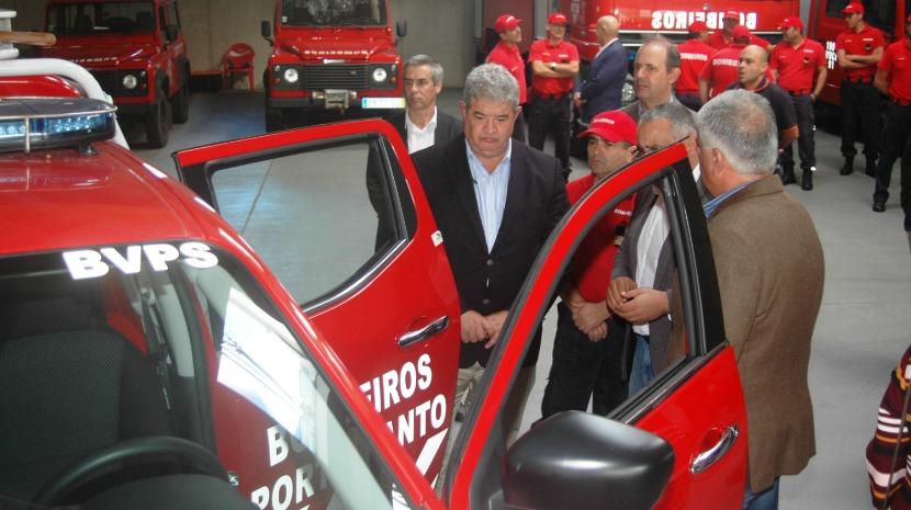 Pedro Ramos entregou material aos bombeiros do Porto Santo
