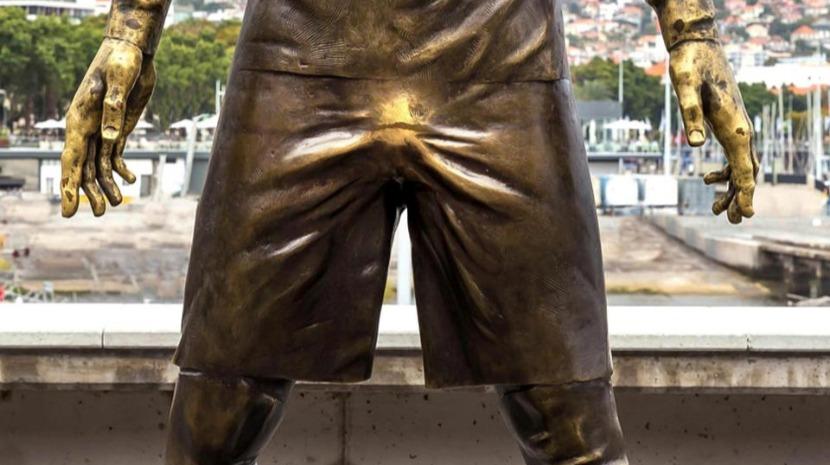 Estátua de Cristiano Ronaldo tem uma área particularmente polida (fotogaleria)