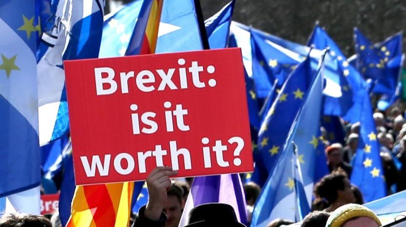 Um terço dos deputados britânicos insta Governo a descartar 'Brexit' sem acordo