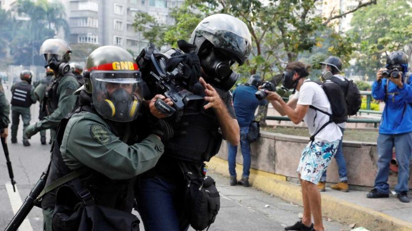 Venezuela: Repórteres Sem Fronteiras dizem que Maduro está determinado em calar a imprensa