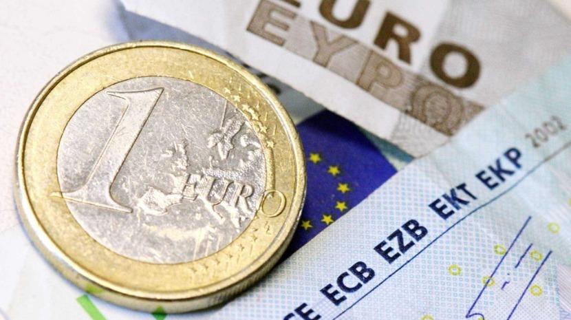 Euro segue estável face ao dólar