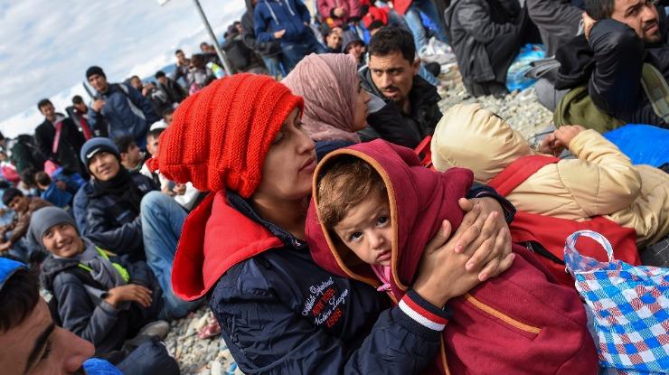 Parlamento húngaro aprova detenção automática de migrantes que entram no país