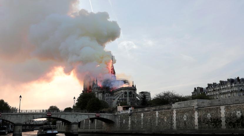 Notre-Dame: Macron já está no local do incêndio