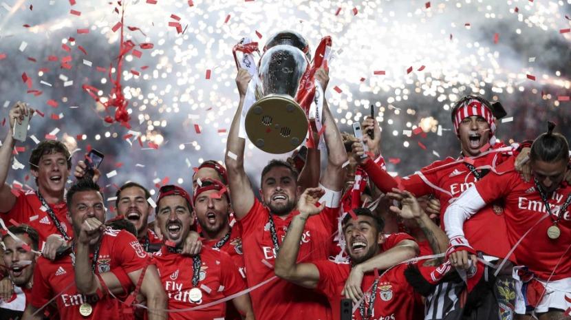 Benfica exibe troféu da I Liga no Madeira Shopping