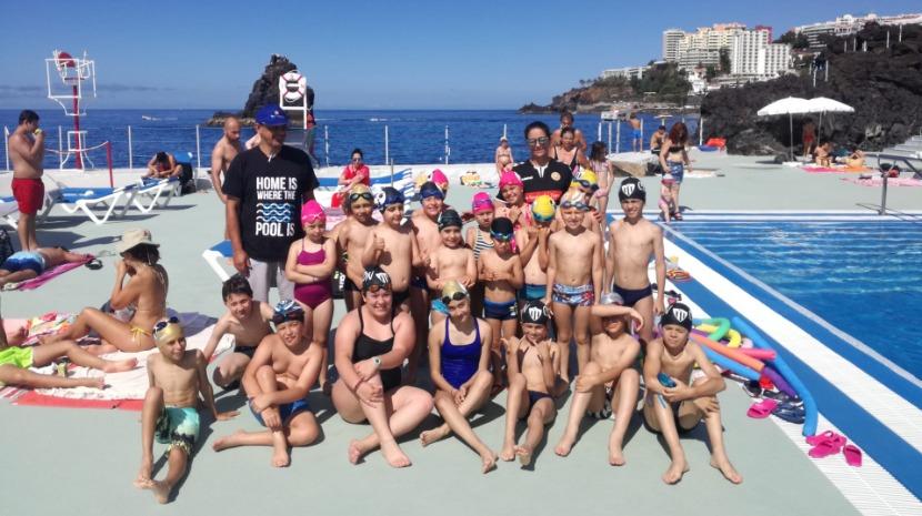 'Maior aula de natação do mundo' contou com 650 pessoas no Lido (com fotos)